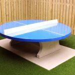 Table de ping pong ronde, bleue, en béton