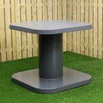 Table haute anthracite, dans la gamme mobilier urbain de Play Outdoor